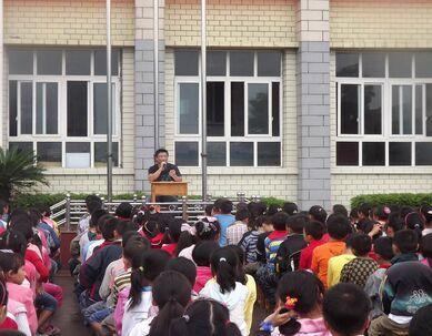 重庆操场脚底罚孩子赤脚跑老师:有小学学生磨杨立瑜小学图片